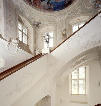 Nordöstliches Treppenhaus des Neuen Schlosses Tettnang mit Stuckaturen von Feuchtmayer um 1760, Foto: Staatliche Schlösser und Gärten Baden-Württemberg, Arnim Weischer