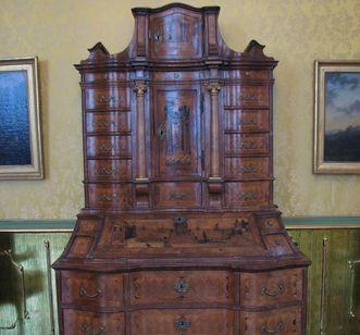 Schreib- oder Tabernakelschrank im Fürstenzimmer des Neuen Schloss Tettnang