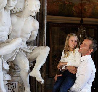 Vater und Tochter beim Schlossbesuch; Foto: Staatliche Schlösser und Gärten Baden-Württemberg, Niels Schubert