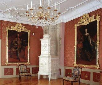 Erstes Rotes Zimmer oder Audienzzimmer im Neuen Schloss Tettnang mit Kaiserbildnissen; Foto: Staatliche Schlösser und Gärten Baden-Württemberg, Arnim Weischer